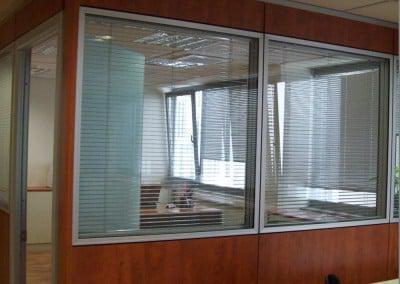 Κατασκευή κλειστού γραφείου με laminete και τζάμι με περσίδες
