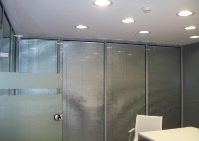 Κατασκευή κλειστού γραφείου με laminete και τζάμι με εσωτερικές περσίδες