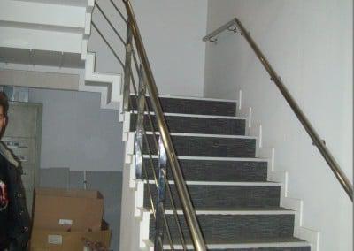 Τοποθέτηση κουπαστής σε σκάλα